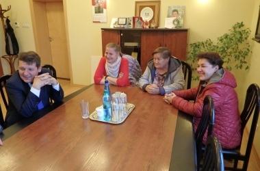 Od lewej: burmistrz Mateusz Kamiński,  Agnieszka Juśkiewicz, Teresa Baranowska i Agnieszka Gałkiewicz